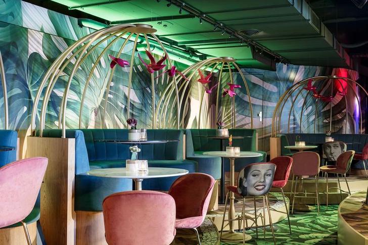 «Безумный» бар Crazy Pianos в Гааге (фото 17)
