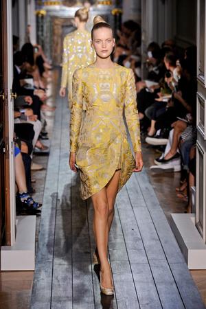 Показ Valentino коллекции сезона Осень-зима 2012-2013 года haute couture - www.elle.ru - Подиум - фото 404948