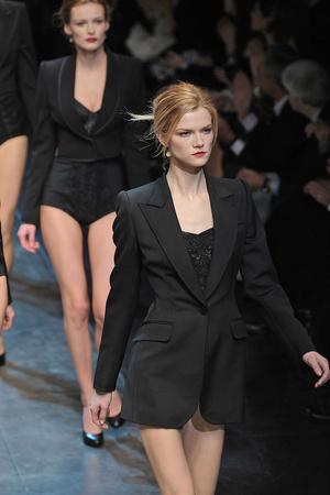 Показ Dolce & Gabbana коллекции сезона Осень-зима 2010-2011 года Prêt-à-porter - www.elle.ru - Подиум - фото 151840
