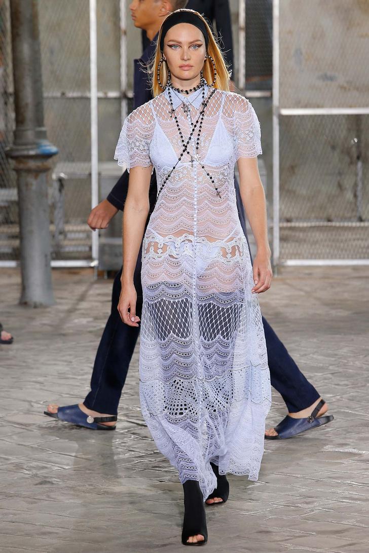 Кэндис Свейнпол на показе Givenchy весна-лето 2016