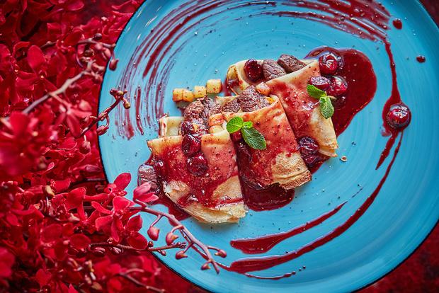 Блины с олениной и вишневым соусом, американские панкейки и французский креп-сюзетт: идеи вкусных и красивых завтраков (фото 3)