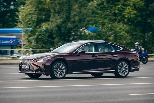 Автомобили Lexus в экранизации романа Виктора Пелевина (фото 4)