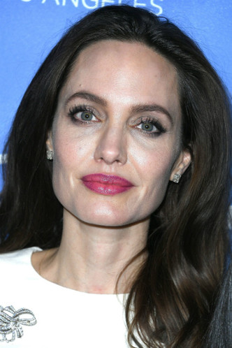 Анджелина Джоли с дочерьми на премьере в Голливуде фото [5]
