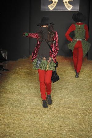 Показ Betsey Johnson коллекции сезона Осень-зима 2010-2011 года Prêt-à-porter - www.elle.ru - Подиум - фото 143731