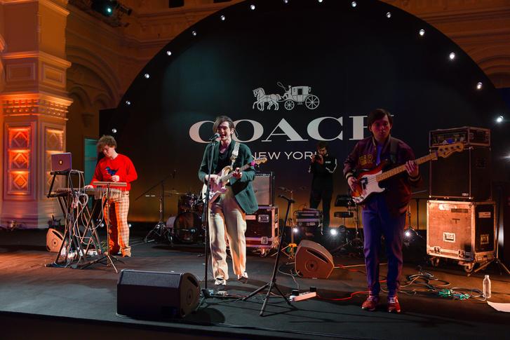 Вечеринка в стиле Studio 54 по поводу открытия бутика Coach в ГУМе (фото 4)