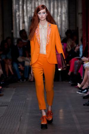 Показы мод Moschino Cheap & Chic Весна-лето 2013 | Подиум на ELLE - Подиум - фото 1181