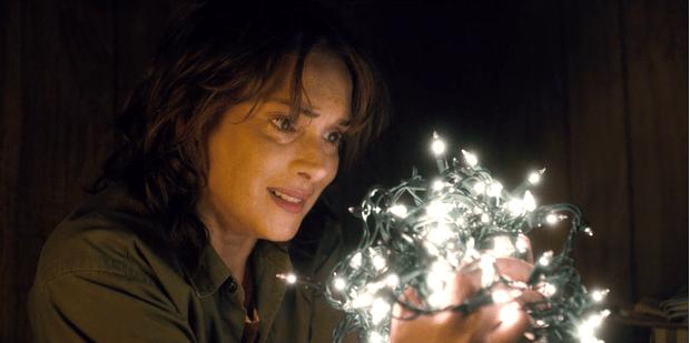 Женщина в кино: Вайнона Райдер в сериале «Очень странные дела» (фото 11)