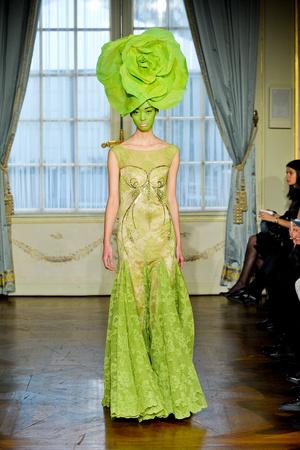 Показ Alexis Mabille коллекции сезона Весна-лето 2012 года Haute couture - www.elle.ru - Подиум - фото 330159