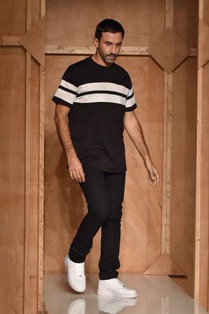Показ Givenchy коллекции сезона Весна-лето 2015 года prêt-à-porter - www.elle.ru - Подиум - фото 591265