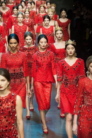 Показ Dolce & Gabbana коллекции сезона Осень-зима 2013-2014 года Prêt-à-porter - www.elle.ru - Подиум - фото 524891