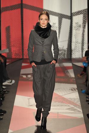 Показ DKNY коллекции сезона Осень-зима 2009-2010 года prêt-à-porter - www.elle.ru - Подиум - фото 90012