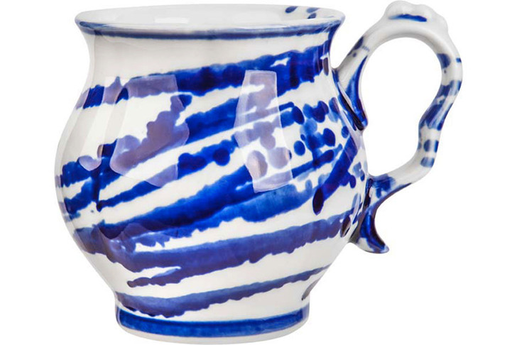 Чашка «Полная чаша», Гжельский фарфоровый завод, www.farfor-gzhel.ru, 870 руб.