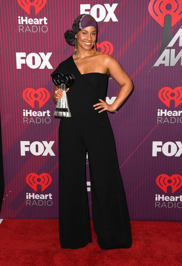 Тейлор Свифт в «чешуе», Хайди Клум в «леопарде» и Backstreet Boys в полном составе на iHeartRadio Music Awards (фото 4)