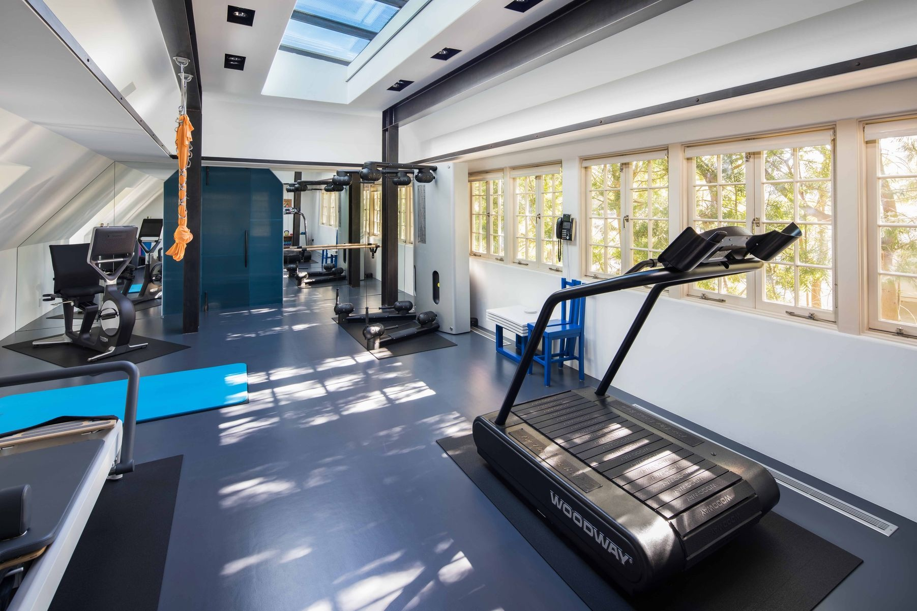 Бывший дом Брэда Питта и Дженнифер Энистон выставлен на продажу (галерея 9, фото 5)