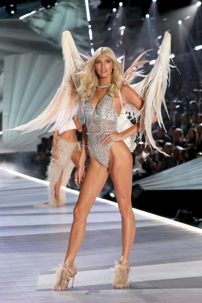 Прекрасные создания: самые яркие образы с шоу Victoria's Secret (фото 19.1)