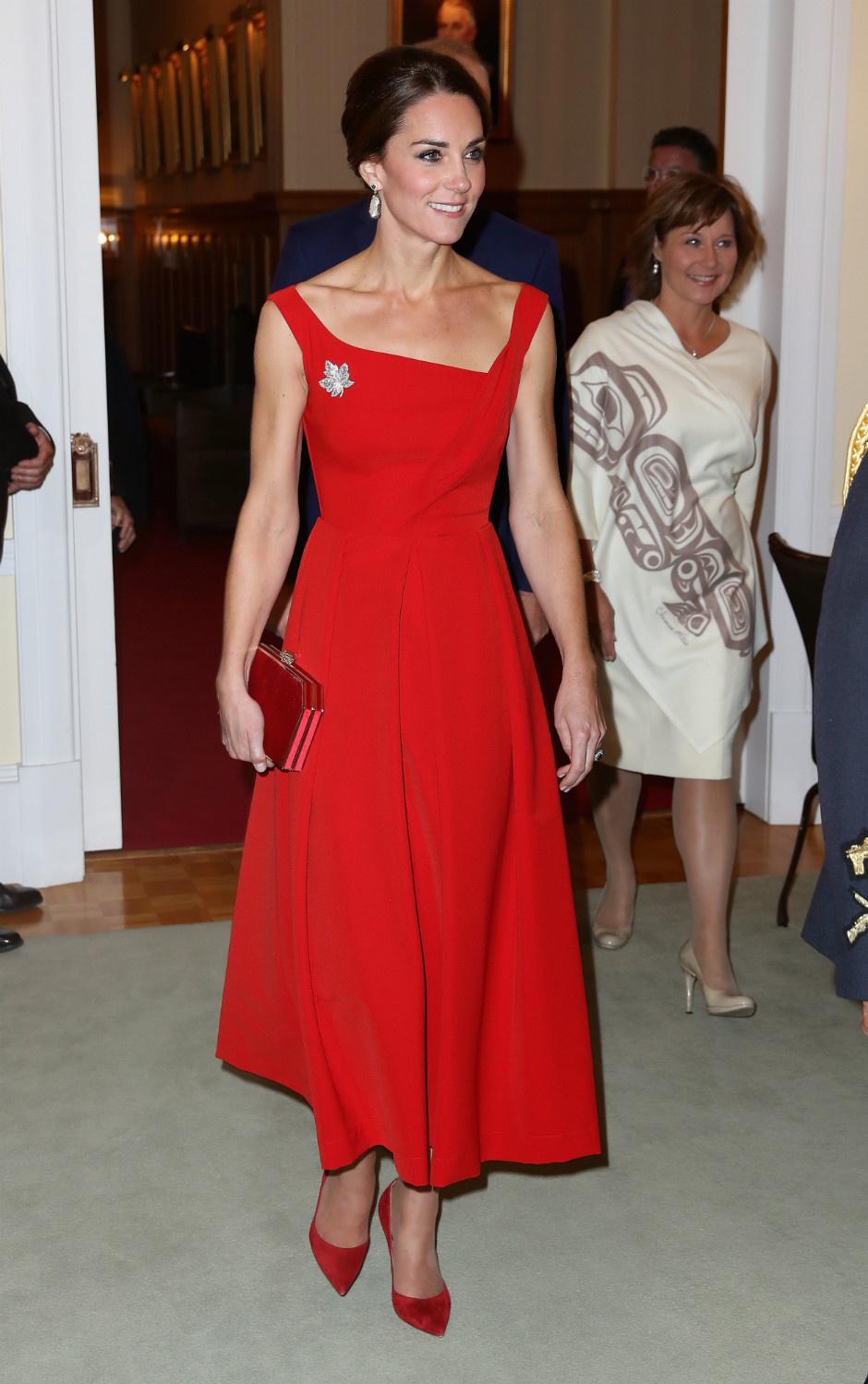 10 раз, когда Кейт Миддлтон пренебрегла королевским дресс-кодом фото [1]