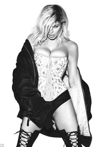 42-летняя Ферги полностью обнажилась для обложки альбома фото [4]