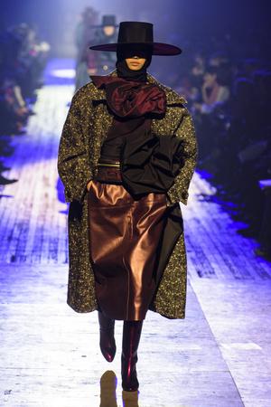 Показ Marc Jacobs коллекции сезона осень-зима  2018-2019 года Prêt-à-porter - www.elle.ru - Подиум - фото 688601