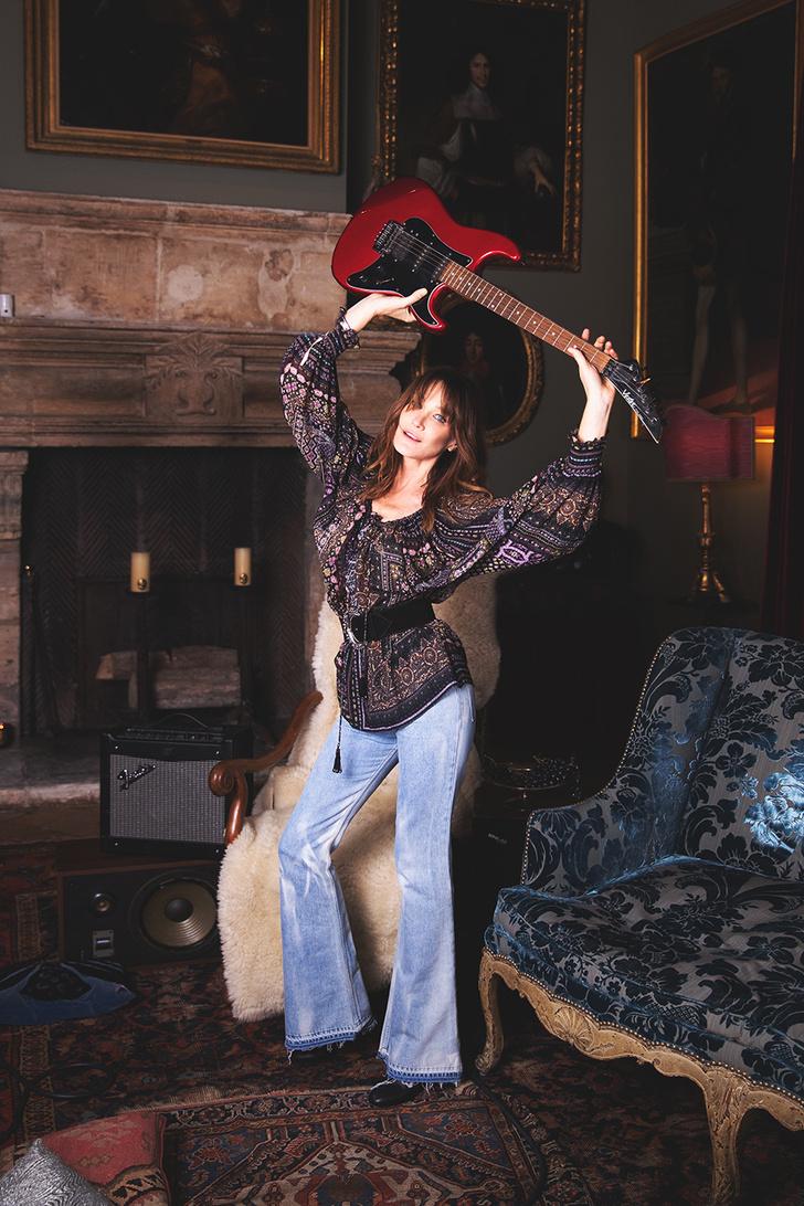 Карла Бруни: «Я утонченная парижанка днем и панк-принцесса ночью!» (фото 5)
