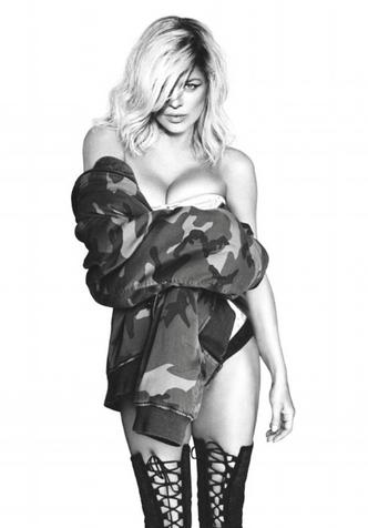 42-летняя Ферги полностью обнажилась для обложки альбома фото [2]