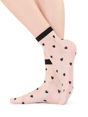 Микротренд: кроссовки + прозрачные носки (фото 8.2)