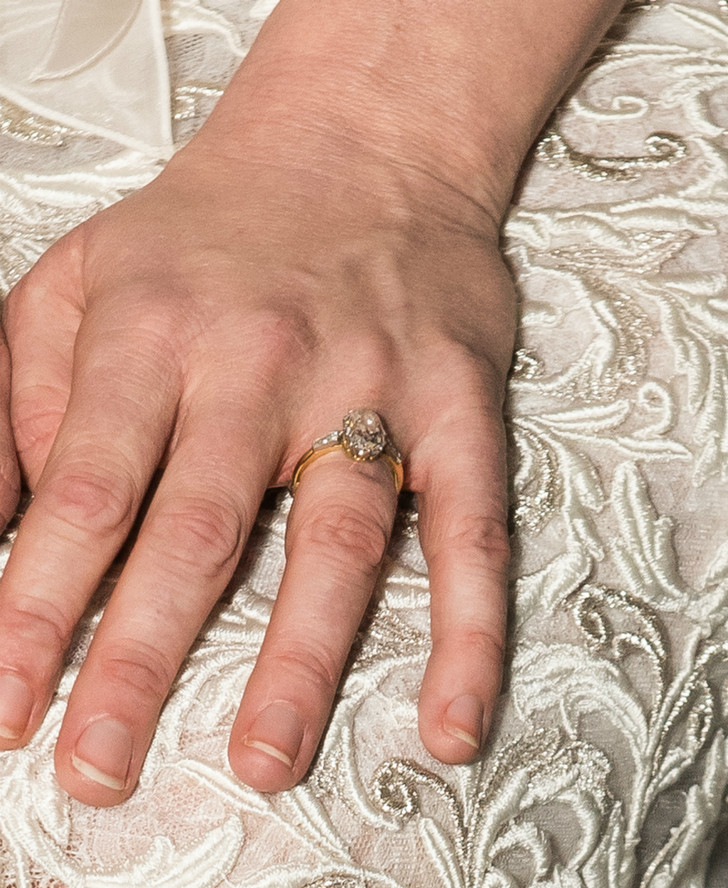 Помолвочное кольцо Кирстен Данст