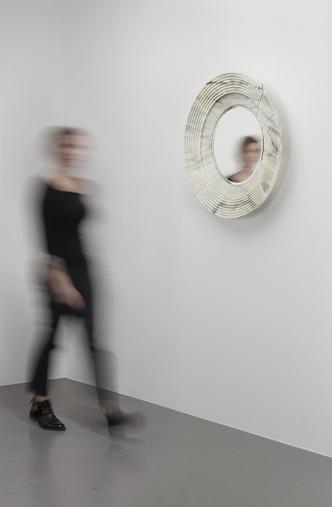 Выставка мебели Карла Лагерфельда в Париже (фото 2.2)
