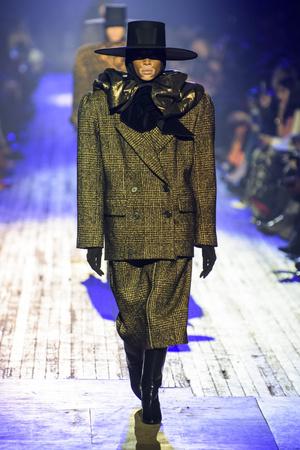 Показ Marc Jacobs коллекции сезона осень-зима  2018-2019 года Prêt-à-porter - www.elle.ru - Подиум - фото 688621