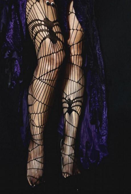Черная вдова: 51-летняя Холли Берри в образе сексуальной ведьмы фото [2]