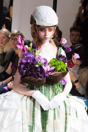 Показ Yohji Yamamoto коллекции сезона Весна-лето 2015 года prêt-à-porter - www.elle.ru - Подиум - фото 592252