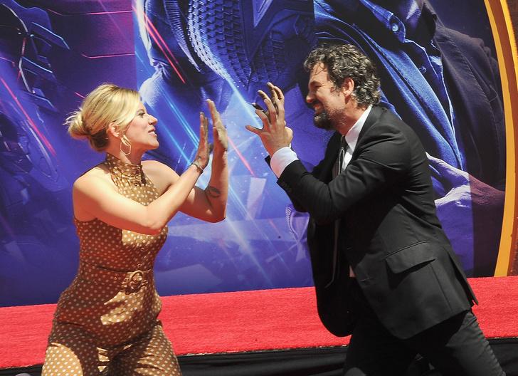 Скарлетт Йоханссон и другие «Мстители» на церемонии в кинотеатре TLC (фото 5)