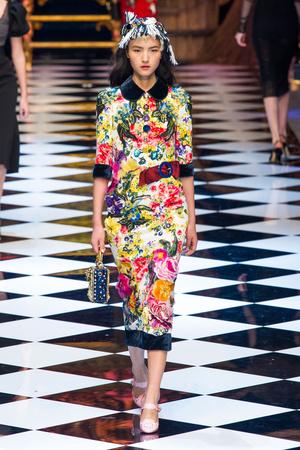 Показ Dolce & Gabbana коллекции сезона Осень-зима 2016-2017 года Prêt-à-porter - www.elle.ru - Подиум - фото 605404