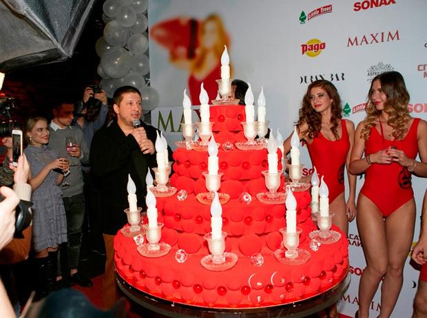 Ренат Агзамов, праздничный торт