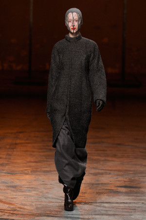 Показ Rick Owens коллекции сезона Осень-зима 2012-2013 года Prêt-à-porter - www.elle.ru - Подиум - фото 375848