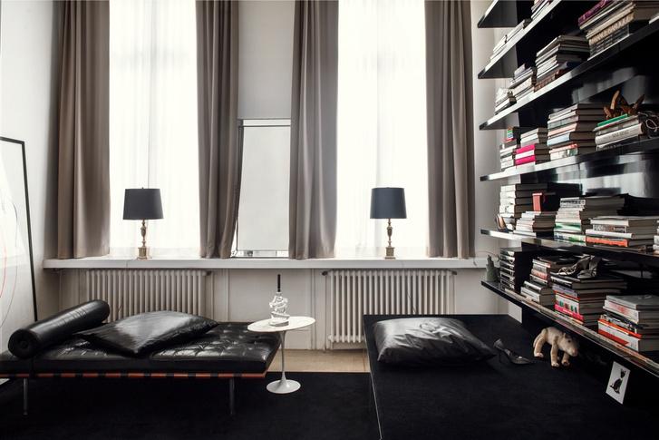 Черный квадрат: парижская квартира в старинном доме (фото 8)