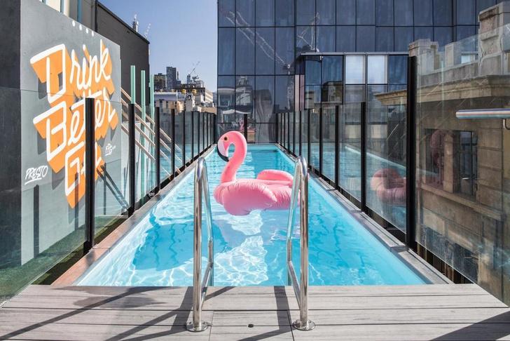 Отель Adelphi с бассейном на крыше в Мельбурне (фото 0)
