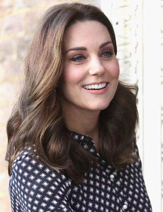 Образ дня: беременная Кейт Миддлтон в платье Kate Spade (фото 1)