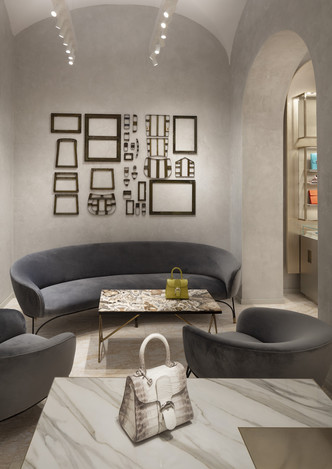 Delvaux opens its first boutique in Rome (фото 8.2)