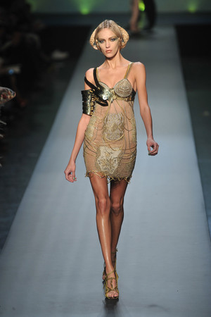Показ Jean Paul Gaultier коллекции сезона Весна-лето 2010 года Haute couture - www.elle.ru - Подиум - фото 139033