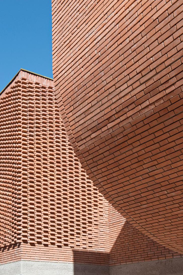 Музей Ива Сен Лорана открылся в Марракеше фото [10]