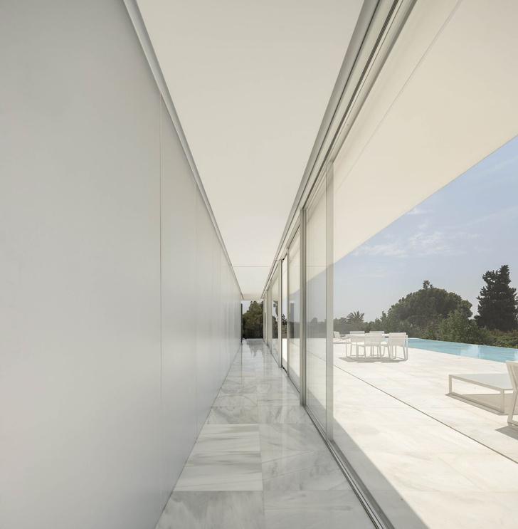 Прозрачная вилла на окраине Валенсии (фото 5)