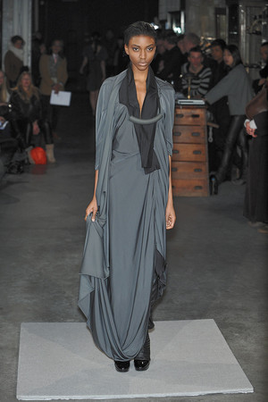 Показ Atelier Gustavo Lins коллекции сезона Весна-лето 2010 года Haute couture - www.elle.ru - Подиум - фото 138341