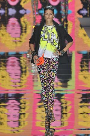 Показы мод Blumarine Осень-зима 2009-2010   Подиум на ELLE - Подиум - фото 3187