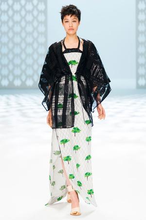 Показ Chalayan коллекции сезона Весна-лето 2015 года Prêt-à-porter - www.elle.ru - Подиум - фото 591048