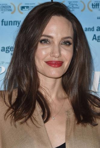 Бьюти-образ дня: Анджелина Джоли в Лос-Анджелесе фото [4]