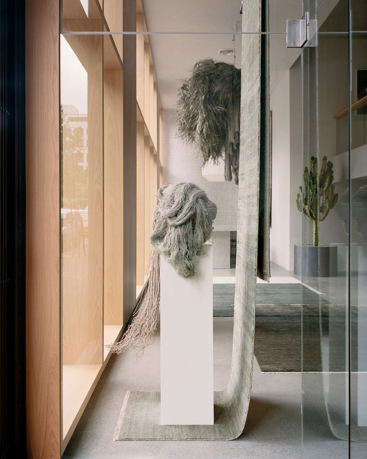 Бетон, ковры и кактусы: новый шоурум Armadillo & Co в Сиднее (фото 12)