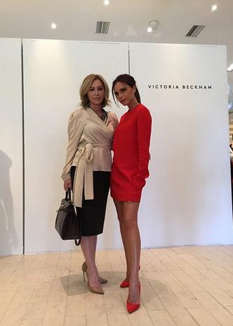 Виктория Бекхэм с подругой