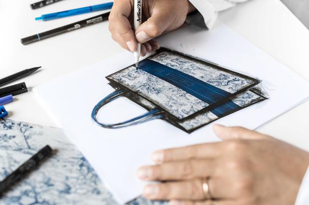 История одной сумки: как создается Dior Book Tote (фото 0)