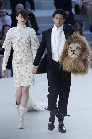 Показ  коллекции сезона Осень-зима 2010-2011 года haute couture - www.elle.ru - Подиум - фото 167905