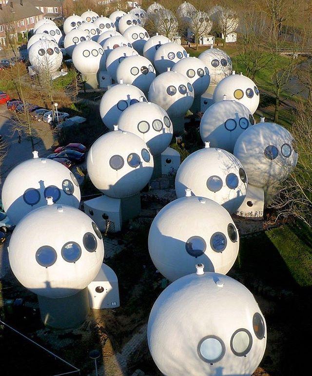 Bolwoningen: дома-шары в Нидерландах (фото 0)